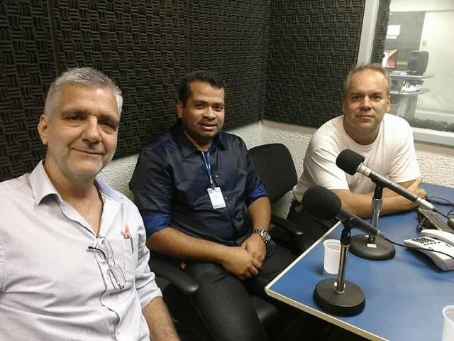 Jaime Miranda Presidente da Acit, o Superintendente da Grande Tijuca Junior Henrique Pequeno na Rádio MEC AM - Divulgação