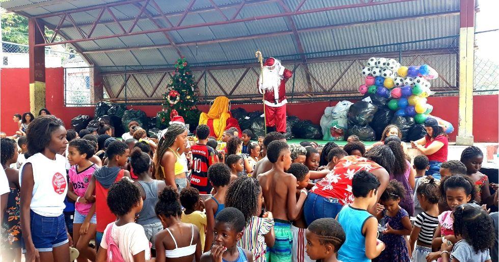 Campanha de Natal arrecada mais de 800 brinquedos para crianças do Salgueiro
